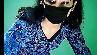 Desi Girl Naseem Showing Navel On Cam Show