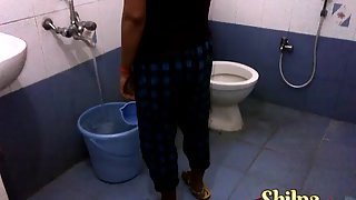 Shilpa Bhabhi Early Morning Shower XXX Porn