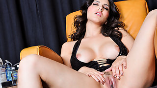 Indian Babe Sunny Leone XXX Porn
